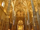 Interior_of_Mosteiro_dos_Jerónimos