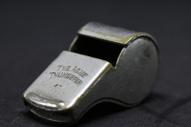 whistle-2465084_1920.jpg